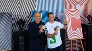 Presentacion tarjeta conmemorativa Maratón