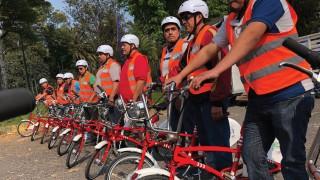 Operadores de Línea 7 de MB en capacitación de ciclismo urbano para generar empatía con ciclistas